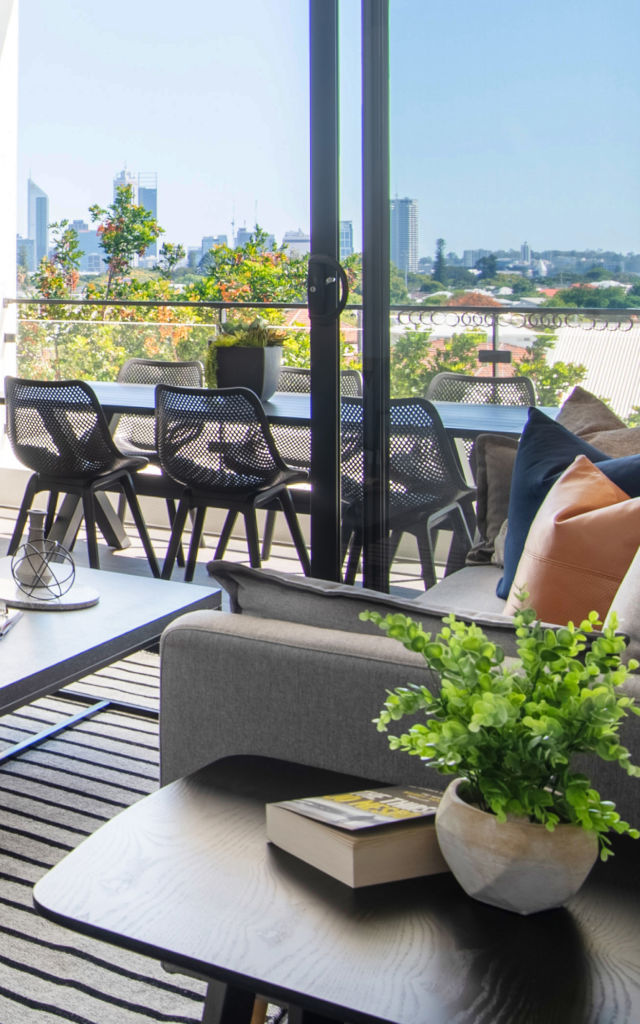 Balcony with city view (M25)2